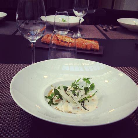 cyril lignac cuisine ravioles à la bolognaise émulsion au parmesan le