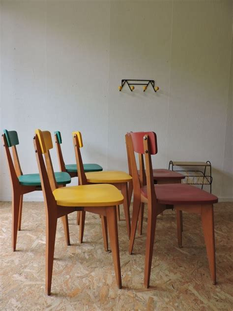 chaise ancienne cuir et bois 17 meilleures idées à propos de tabouret relooking sur