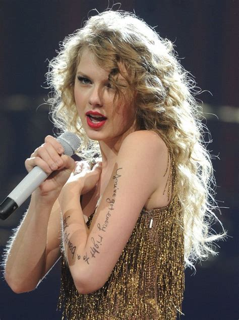 taylor swift long blonde curly hairstyle hairstyles weekly
