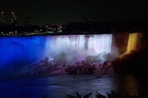 Video - Niagara Falls lit up in Leeds United colours to ...