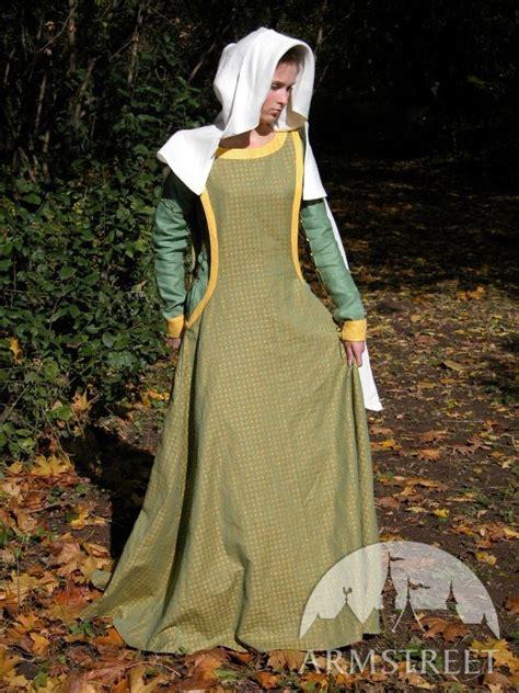 medieval dress  surcoat  detachable  reversable