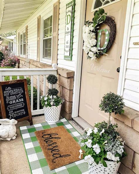 Gorgeous Inviting Farmhouse Style Porch Decorating