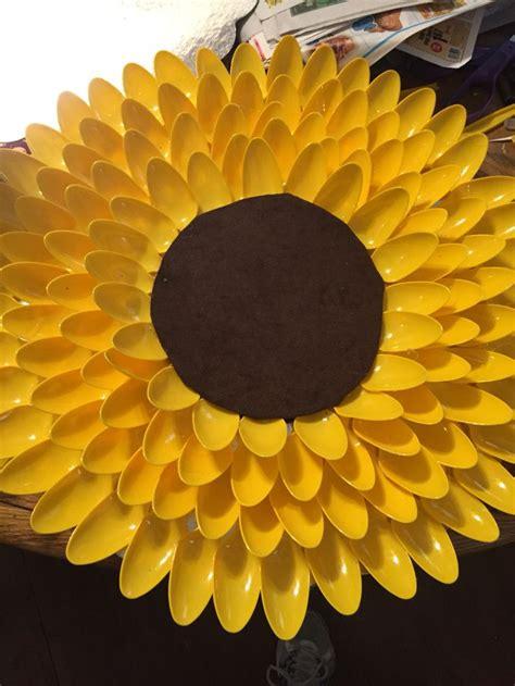 plastic spoons sunflower wreath craft ideas