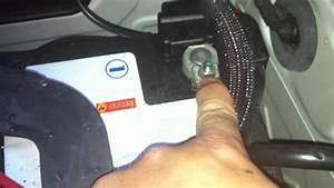 Batterie Bmw 320d : disconnecting battery e90 e92 e93 m3 youtube ~ Medecine-chirurgie-esthetiques.com Avis de Voitures