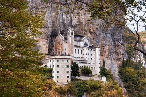 santuario madonna della corona itinerari  escursioni
