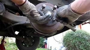 Comment Purger Des Freins : tuto 1 3 changer purger le liquide de frein how to change flush your brake fluid youtube ~ Medecine-chirurgie-esthetiques.com Avis de Voitures