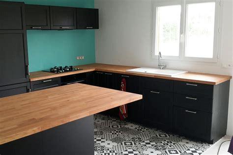 cuisine hetre clair aménagement de cuisine avec plans de travail en hêtre massif