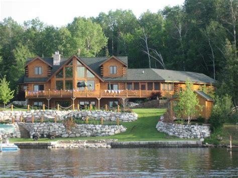 check    lakefront cottages  sale  michigan