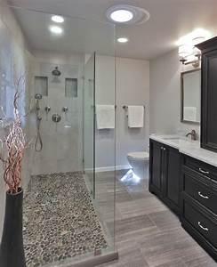 le carrelage galet pratique revetement pour la salle de bain With carrelage mosaique sol salle de bain