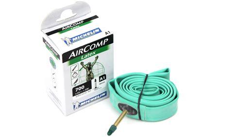 changer chambre à air vélo course chambre à air michelin aircomp 700 pneus vtt