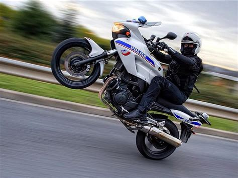 Photos de moto by FreeBiker.net :: wheeling-police-moto