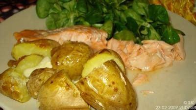 cuisiner du saumon au four recette saumon et pommes de terre au four 750g