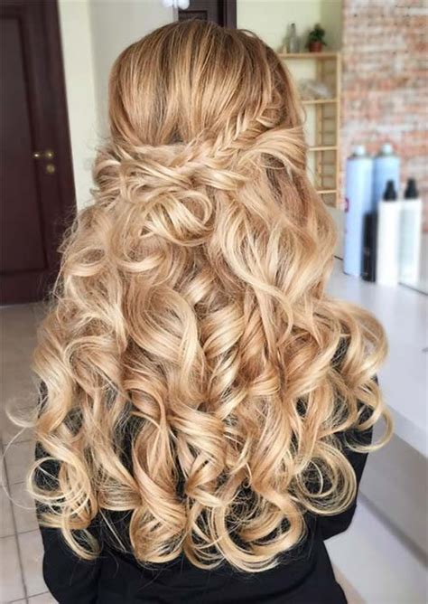 chic long curly hairstyles   style curly hair