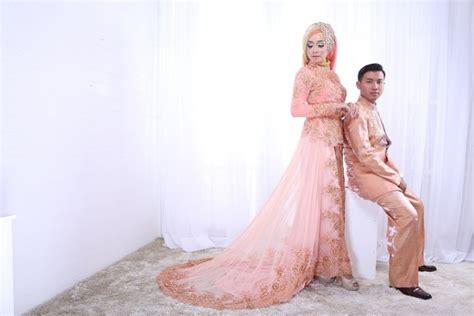 contoh foto prewedding muslim indoor