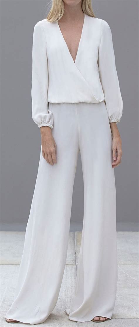 Flowy jumpsuit. I donu0026#39;t think I could actually pull this off... but I do love it | 70u0026#39;s fashion ...