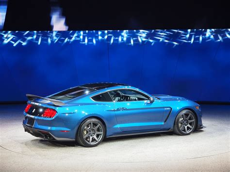 ford details the shelby gt350 and gt350r s suspension and
