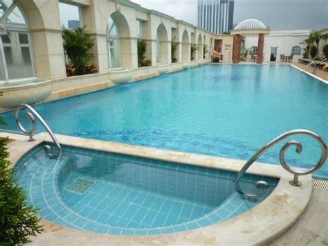 Beautiful And Huge Swimming Pool !