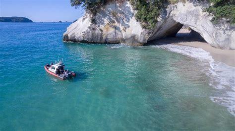 Glass Bottom Boat Whitianga Scenic Cruise by Dive Zone Whitianga Nieuw Zeeland Beoordelingen
