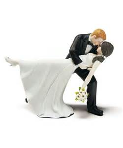 and groom figurines dip wedding cake topper