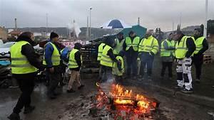 Point De Blocage 17 Novembre : le d p t p trolier de la m de bloqu par des gilets jaunes et des manifestants cgt ~ Medecine-chirurgie-esthetiques.com Avis de Voitures