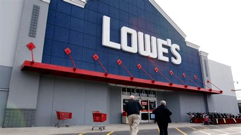 Lowe's Canada To Convert 40 Rona Big-box Stores Starting