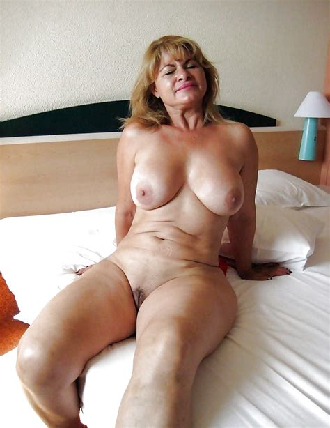 Hot Matures: MOMS AND GRANDMAS 2