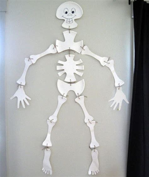 esqueleto con platos actividades para ni 241 os manualidades f 225 ciles y juegos creativos