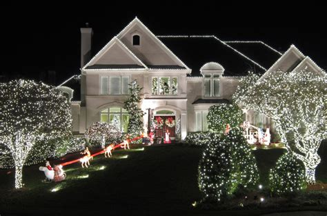 install christmas decorations on roof outdoor lights ideas for the roof