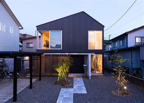 Modernes Japanisches Haus by Modern Industrial Japanese Home Redefines Boundaries Of