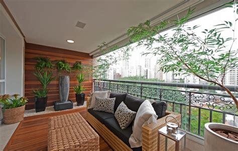 canapé desing aménagement balcon mobilier et plantes accueillants la nature