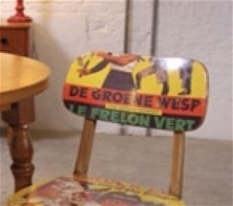 comment tapisser une chaise avec des affiches publicitaires
