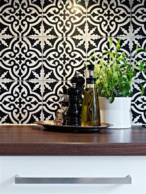 credence cuisine bois vous cherchez des idées pour un carrelage noir et blanc