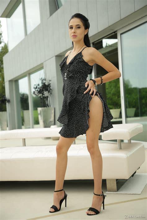 Alysia Kaempf  nackt