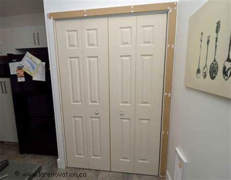 faire la pose d une porte de placard pliante