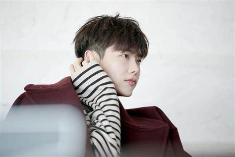 lee jong suk reportedly  start filming upcoming drama
