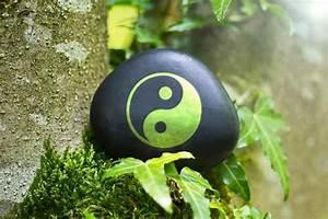 Bedeutung Yin Und Yang : mit der wirkung der farbe im wohnraum oder wellness bereich wird eine wohlf hlatmosph re geschaffen ~ Frokenaadalensverden.com Haus und Dekorationen