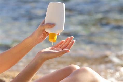Learn how to properly apply sunscreen for optimum
