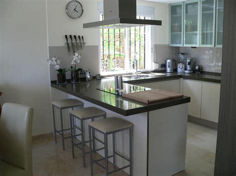 foto cocina  peninsula de basika estudio de cocinas