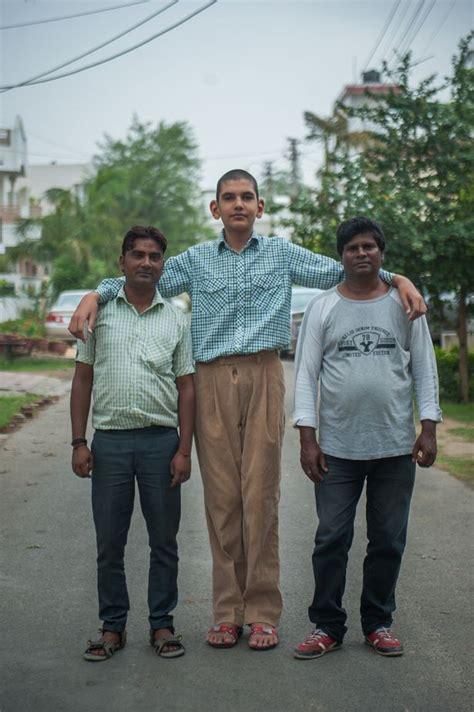 worlds tallest  year  boy stands  ft
