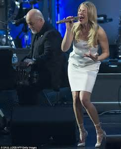 Lighting Of Rockefeller Christmas Tree 2014 Performers by Leann Rimes Belts Billy Joel Cover Alongside The Piano Man
