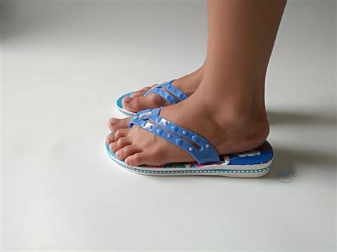 jual sandal anak jepit sendal perempuan sandal karet frozen kernak kernik cantik di lapak