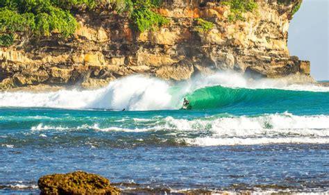 jawa timur  punya spot surfing kelas dunia