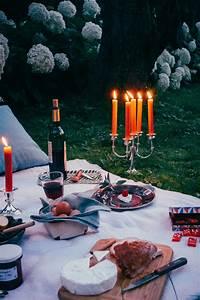 Romantisches Picknick Ideen : feast outside romantisches picknick mit k se und wein und ~ Watch28wear.com Haus und Dekorationen