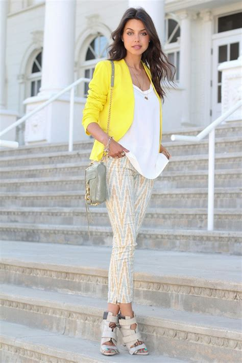 15 Voguish Outfit Ideas with the Trendy Printed Jeans - Pretty Designs