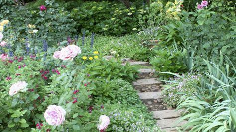 Rosenbeet Anlegen Beispiele by Blumenbeet Anlegen So Geht S Westwing