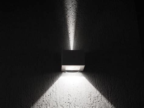 lombardo illuminazione lada da parete a led a luce diretta e indiretta trend