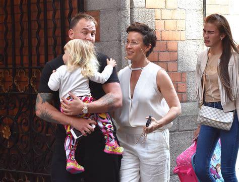 PICS: Alanis Morissette enjoys family day out in Dublin ...
