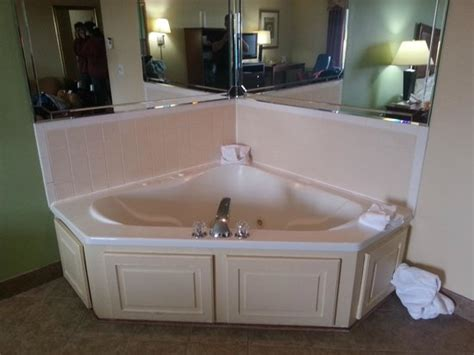 hot tub   room   small   picture