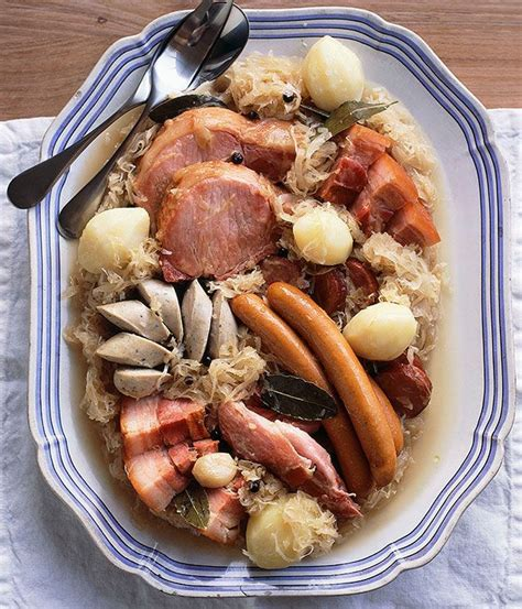 cuisine alsacienne traditionnelle choucroute garnie recipe dishmaps