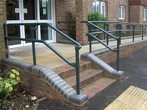 Geländer Für Treppe : handlauf und gel nder f r treppe rampe und balkon nullbarriere ~ Markanthonyermac.com Haus und Dekorationen